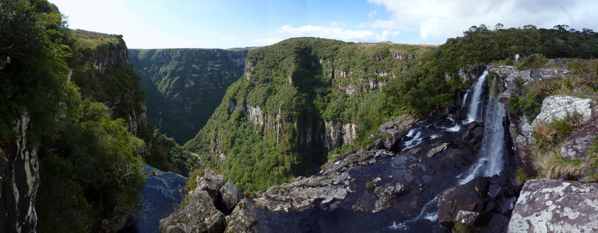 Wasserfall auf dem Weg zum Pedra do Segredo